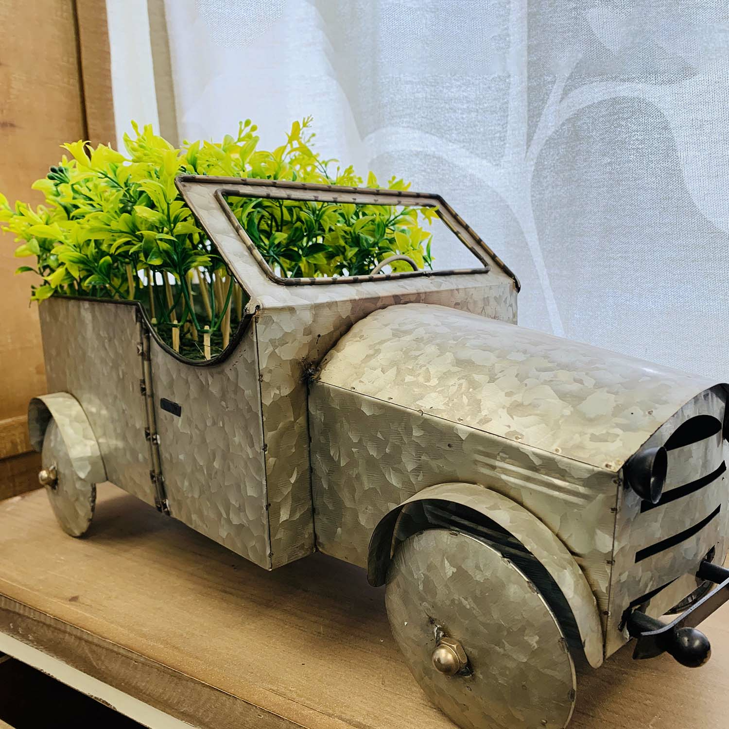 Metal Reproduction Model Truck With Floral